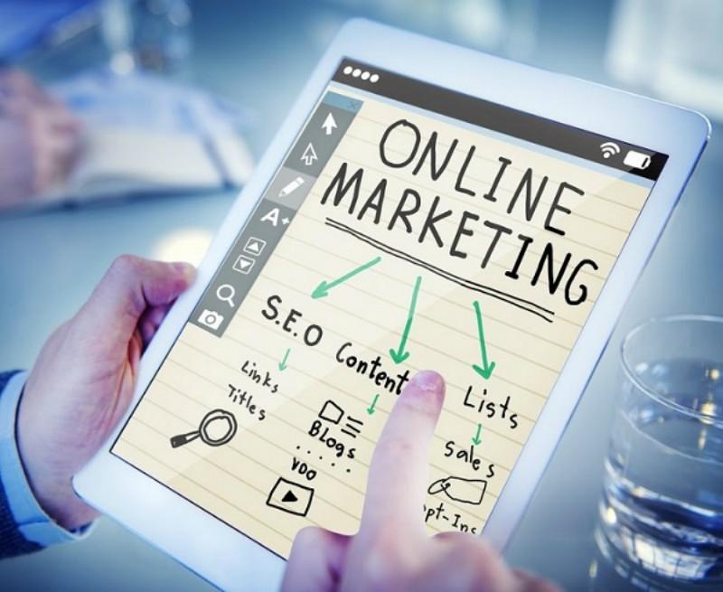 Spletno oglaševanje je orodje ta komuniciranje z našimi strankami